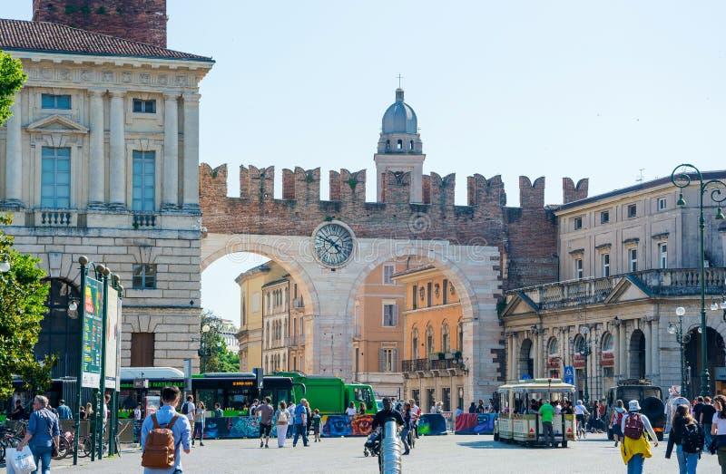 editorial Em maio de 2019 Verona, Italy Porta medieval Portoni Della Bra da cidade fotografia de stock royalty free