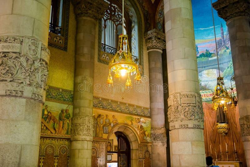 editorial En mayo de 2018 Detalles interiores del templo del Sacre imagenes de archivo