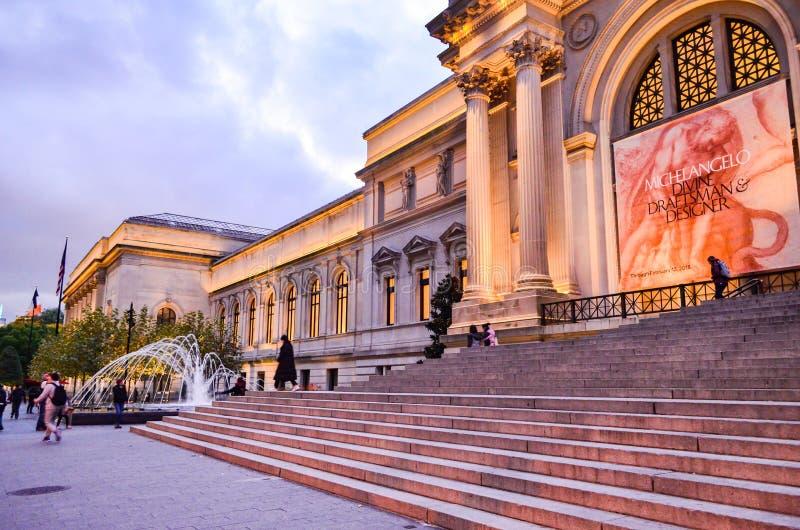 Editorial: New York City, New York/EUA, o 8 de novembro de 2017 O museu de arte metropolitano em New York na noite imagem de stock