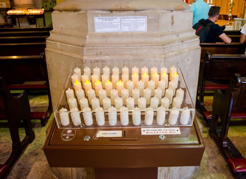 editoriale Maggio 2018 Candele elettriche del tempio del Sacre immagini stock libere da diritti
