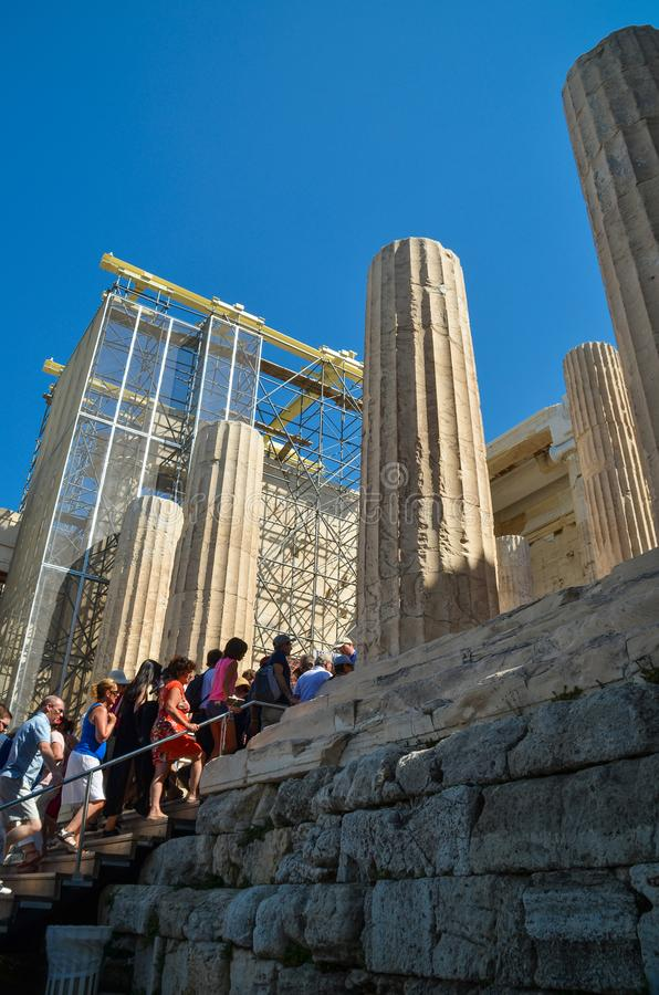 EDITORIALE: Rovine delle colonne di ATENE GRECIA del PARTENONE del 28 agosto 2013 immagini stock