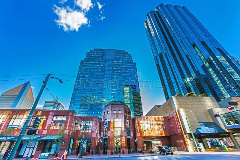 Edmonton, Alberta, Canada 25 Juni, 2018 Wolkenkrabbers en winkels in Edmonton royalty-vrije stock foto