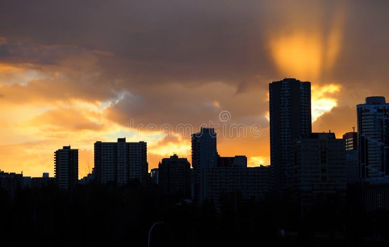 Edmonton Alberta Skyline At Dusk lizenzfreie stockbilder