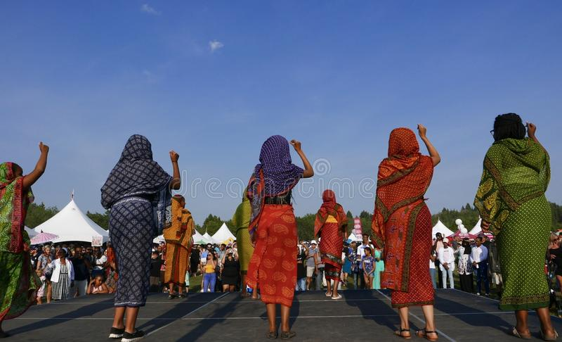 Edmonton, Canadá 6 de agosto de 2018: Os dançarinos executam no pavilhão de Eritreia e de Etiópia no festival da herança do ` s d fotografia de stock royalty free