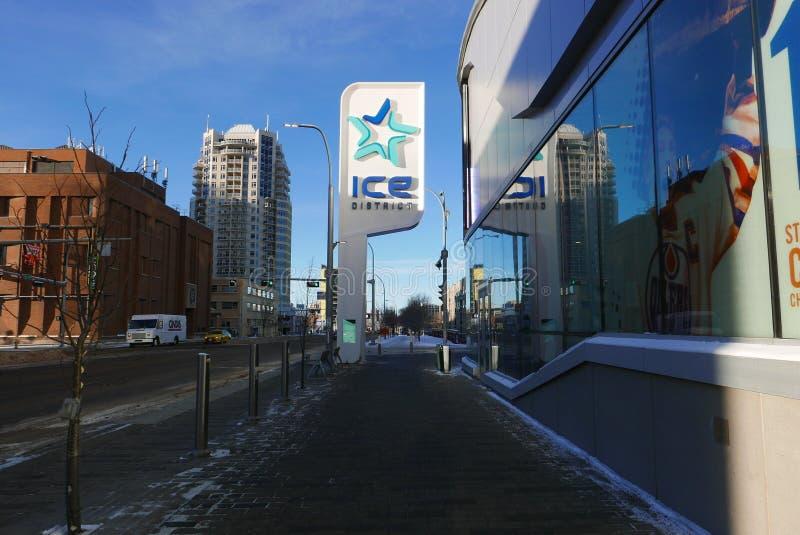 Edmonton, Canadá 27 de dezembro de 2016: Lugar do ` s de Roger no distrito do gelo do ` s de Edmonton fotografia de stock