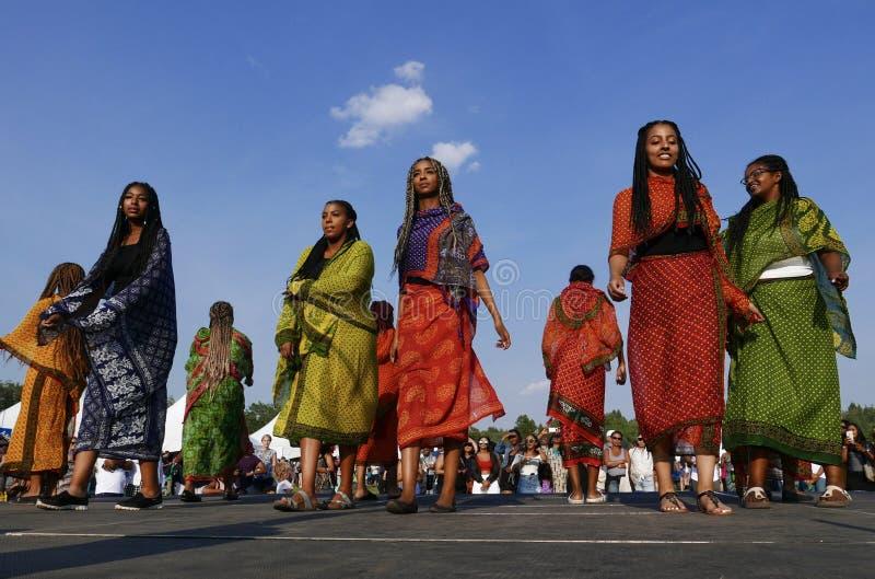 Edmonton, 6 Canada-Augustus, 2018: De dansers presteren bij het Paviljoen van Eritrea en van Ethiopië bij de Erfenisfestival van  stock foto