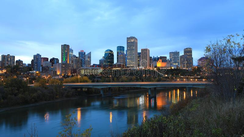 Edmonton Kanada cityscape på natten royaltyfri bild