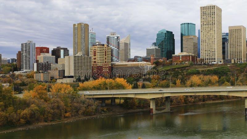 Edmonton Kanada cityscape på skymning arkivfoton
