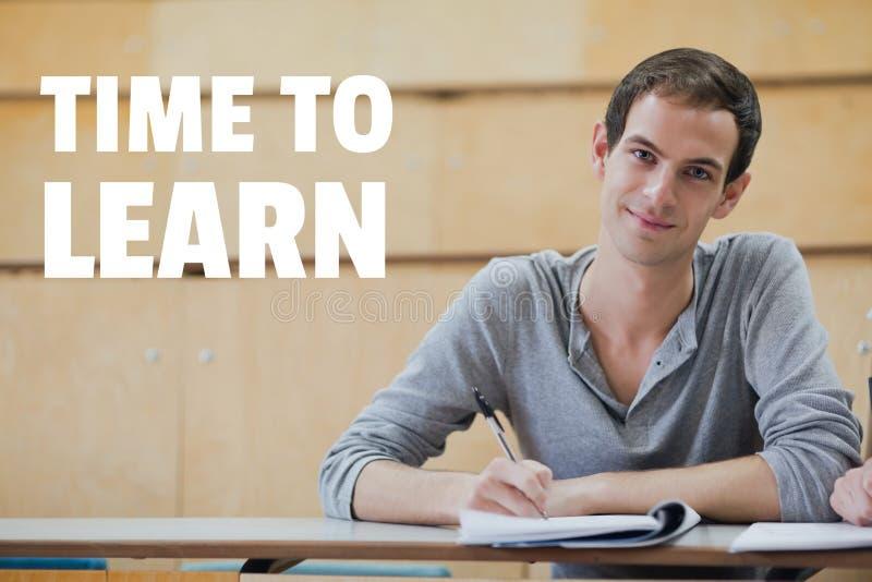 Educação e hora aprender o texto e o homem que sentam-se em uma classe foto de stock royalty free