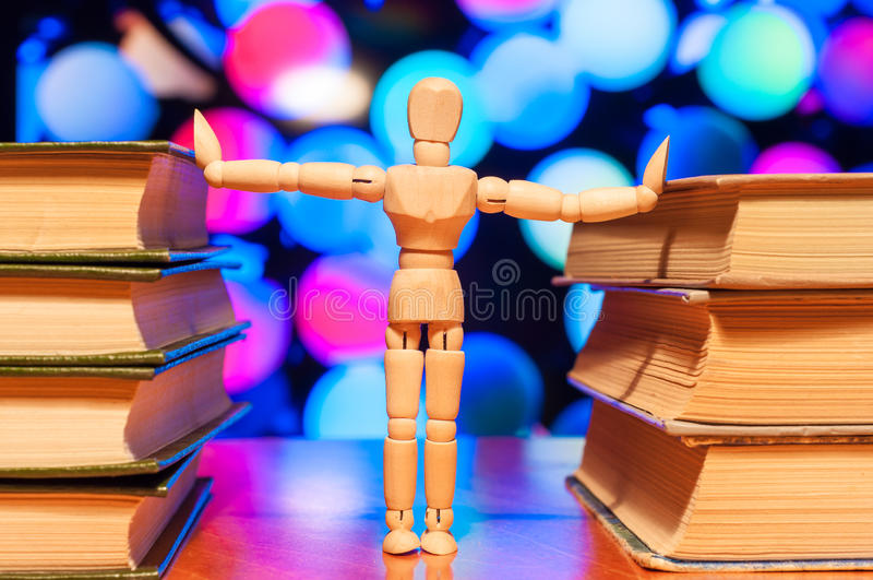 Educación, conocimiento y concepto de la gente - de madera imagen de archivo