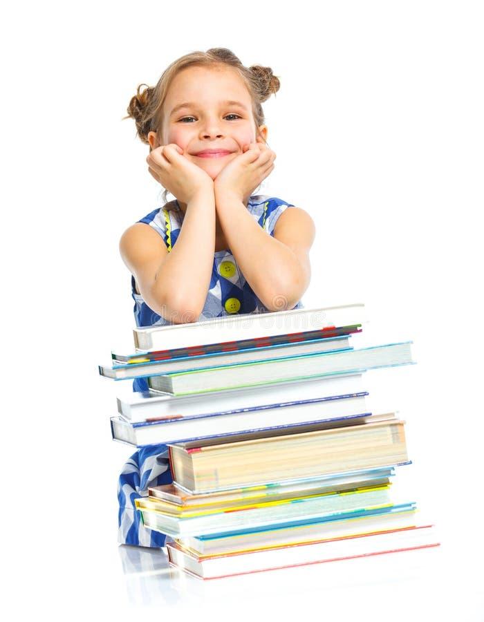 Educación - muchacha divertida con los libros. fotografía de archivo
