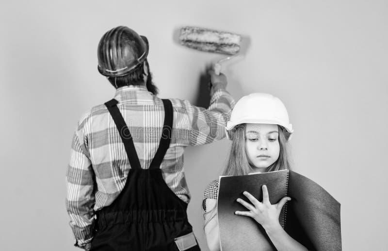 Educaci?n de la ingenier?a ayudante del trabajador de construcci?n paternidad hombre con la ni?a Familia Industria herramientas p fotos de archivo