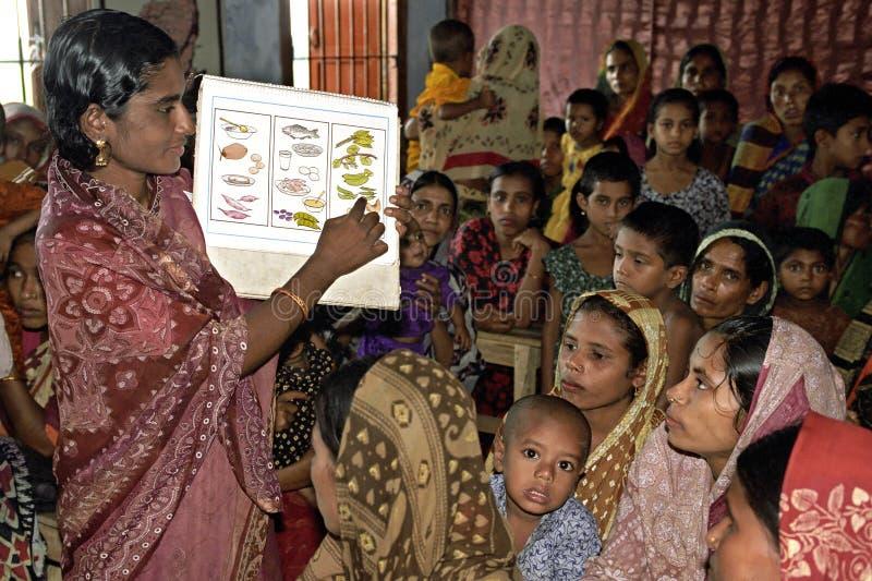 Educan a las mujeres de Bangladesh en nutrición foto de archivo libre de regalías