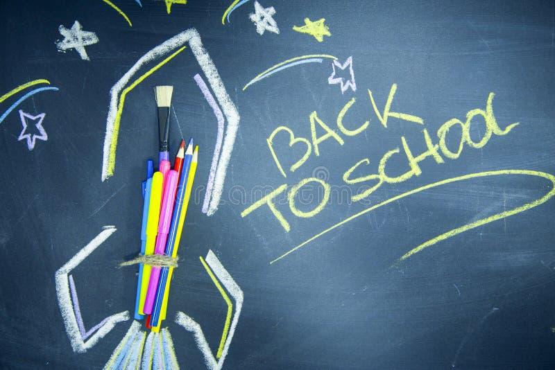 Edukaci pojęcie na Czarnym Chalkboard zdjęcie royalty free