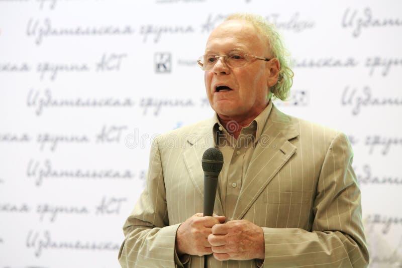 Edvard拉津斯基在莫斯科国际书陈列谈话 免版税库存图片