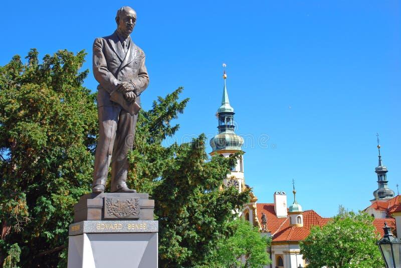 Edvard Benes雕象在捷克前面外交部的总部的 库存照片