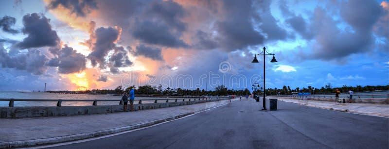 Edward B Ridder Pier bij zonsondergang in Key West, stock foto