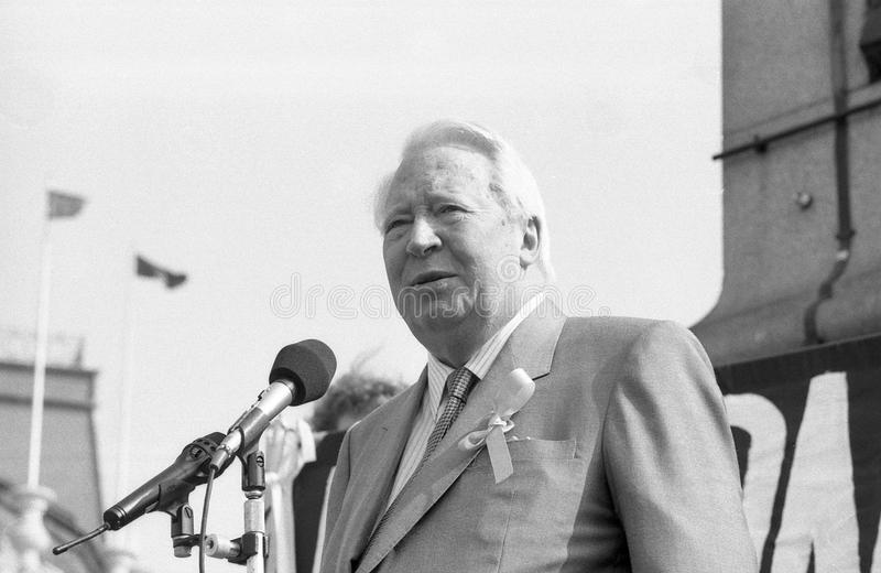 Edward Heath. Former Prime Minister of Britain & Conservative Party Leader, speaks at a rally in support of Beirut hostage John McCarthy, in Trafalgar Square stock images