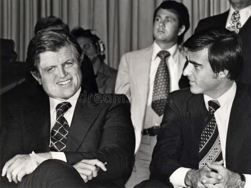 Edward M Kennedy und Jerry Brown stockbilder