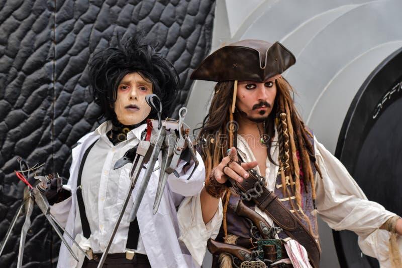 Edward Scissorhands y capitán Jack Sparrow Johnny Depp, cosplays foto de archivo libre de regalías