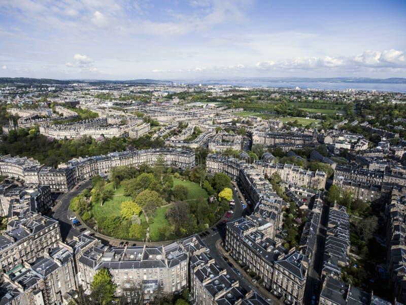 Edynburg miasta historycznego miasteczka słonecznego dnia antena strzelał 2 fotografia royalty free