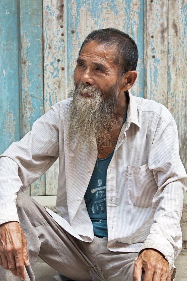 Een 80 éénjarigenmens van de oude stad Daxu stock afbeelding