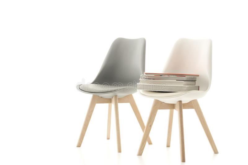Een aanpassings grijze en witte moderne stoel royalty-vrije stock foto's