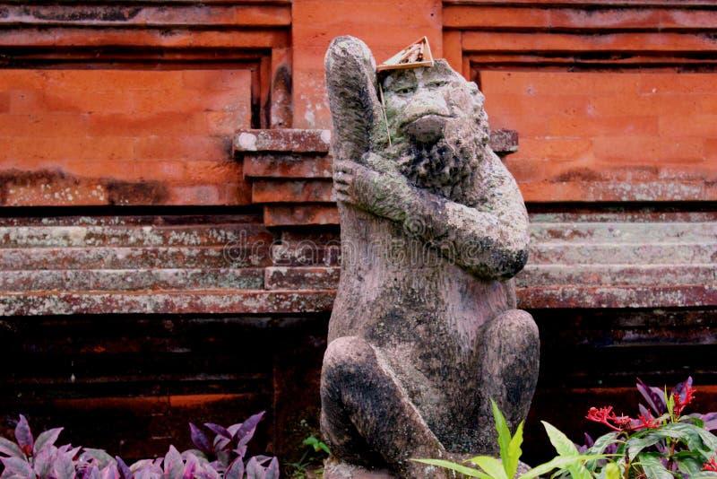 Een aapstandbeeld in ubudtempel Bali royalty-vrije stock fotografie
