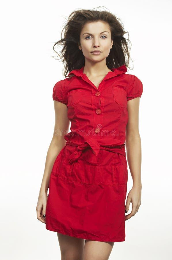 Een aardige vrouw in rood stock foto