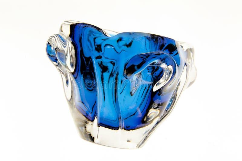Een abstract asbakje van het vorm uitstekend glas stock foto's
