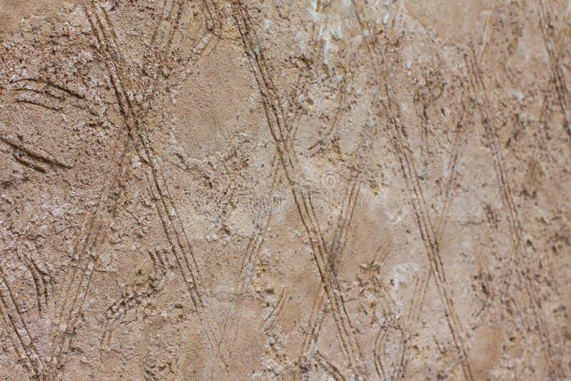 Een achtergrond die uit geometrische vormen bestaan Een muur van bruine ruiten royalty-vrije stock afbeelding