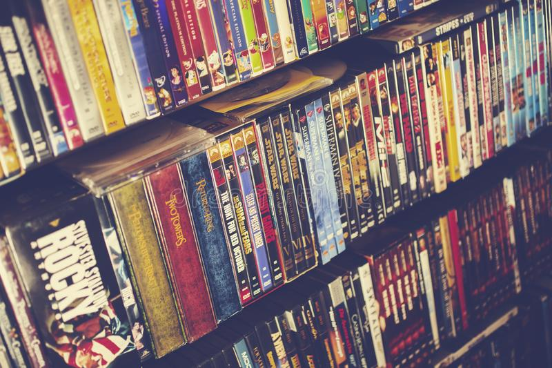 Een achtergrond van klassieke films op DVD stock foto