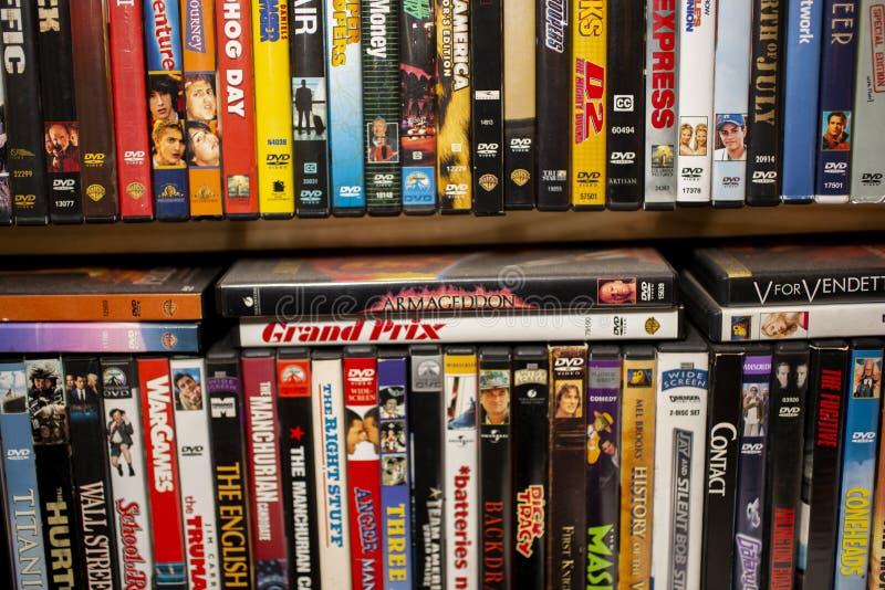 Een achtergrond van klassieke films op DVD stock afbeeldingen