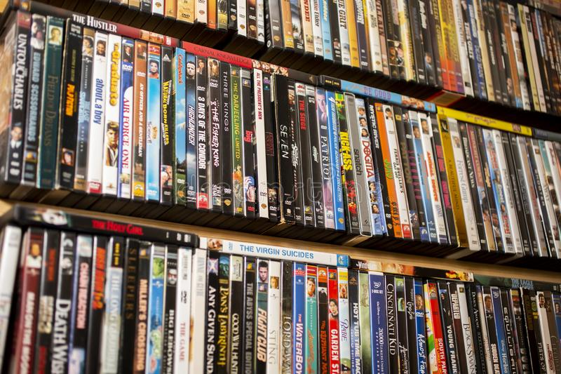 Een achtergrond van klassieke films op DVD stock afbeelding