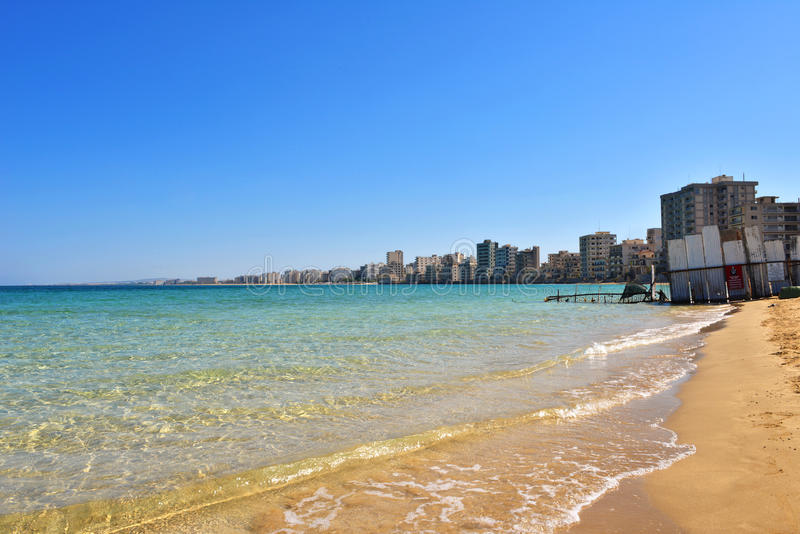Een algemene mening van het strand verliet stad Varosha in Famagusta royalty-vrije stock foto