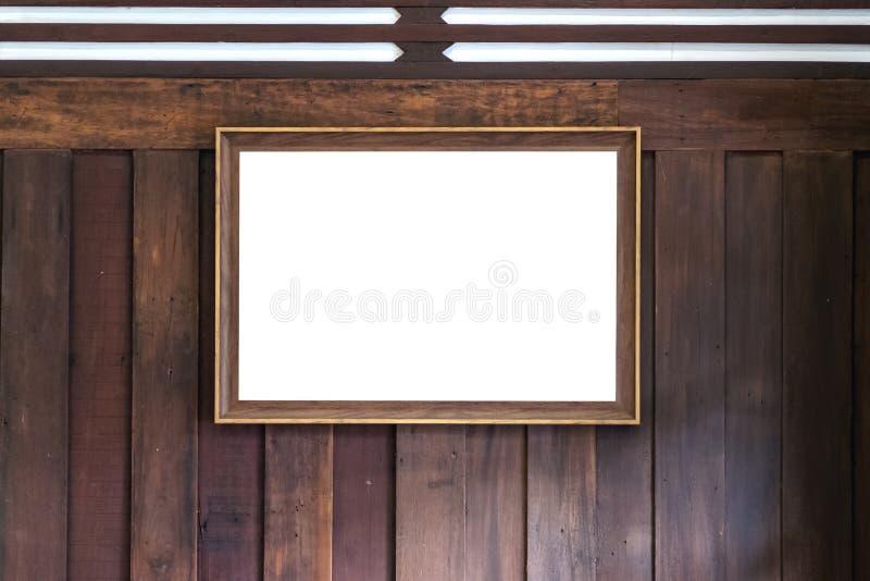 Een antieke gouden omlijsting met het lege witte scherm op houten muurachtergrond royalty-vrije stock foto