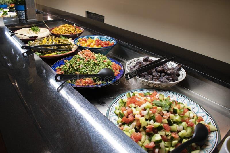 Een Arabisch Buffet met oosters voedsel royalty-vrije stock afbeelding