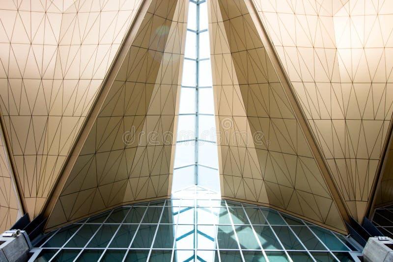 Een architecturale bouw van glas en metaal stock afbeelding