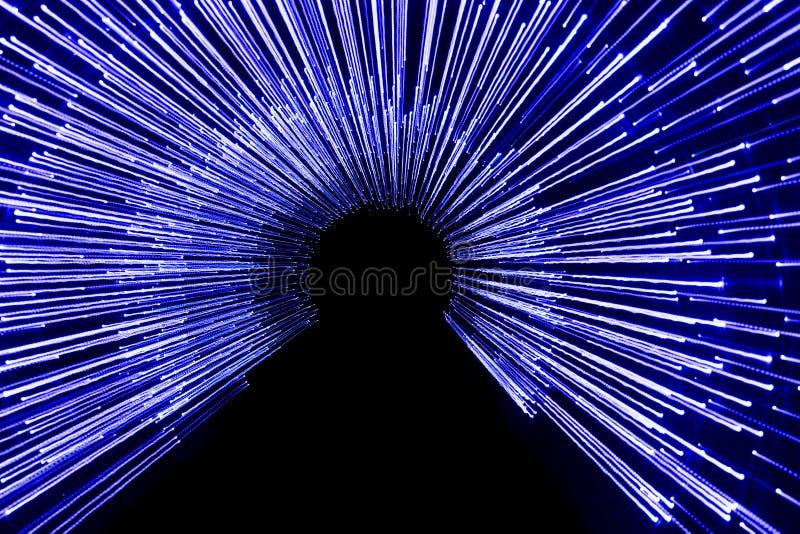 Een artistieke blauwe foto van de geleide lichten met een lange blootstellingstijd royalty-vrije stock foto's