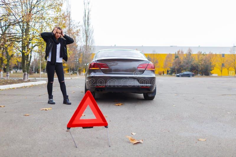 Een autoongeval en een noodsituatie zuchten stock foto