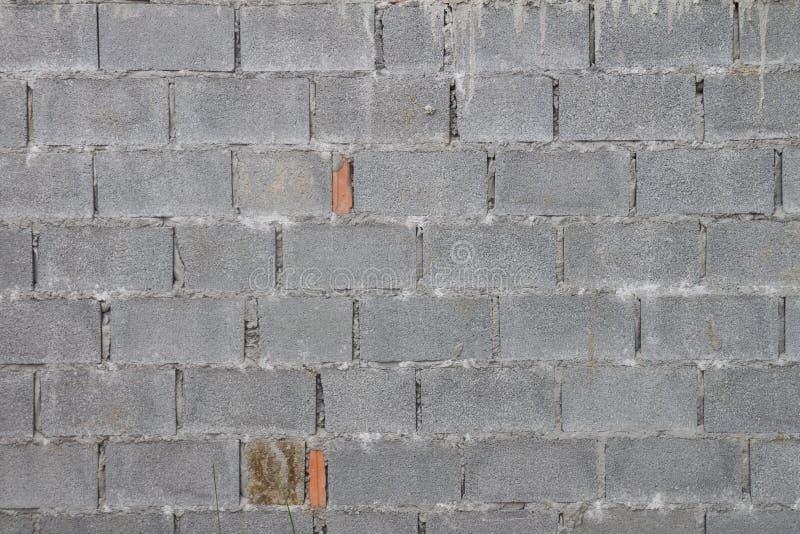Een bakstenen muur maakte met de Gesteriliseerde met autoclaaf Geluchte Concrete oude geweven bouwwerkzaamheid van de Metselwerke stock foto's