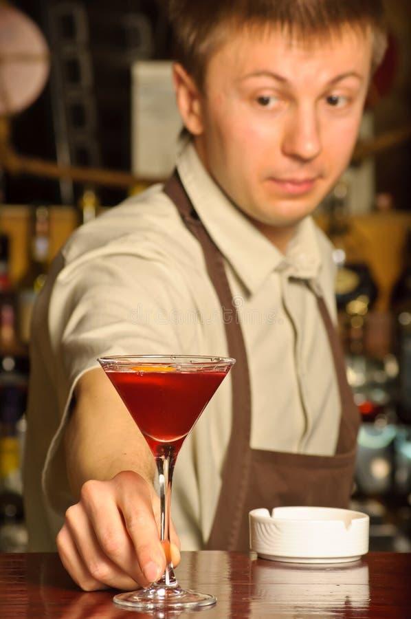 Een barman op het werk royalty-vrije stock foto's