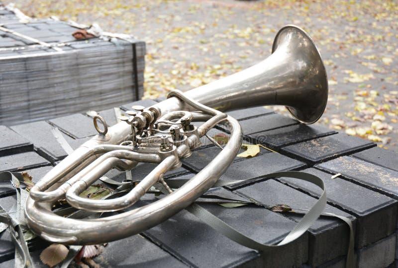 Een bastuba in F De tuba is het grootste en laag-geworpen muzikale instrument in de messingsfamilie royalty-vrije stock foto
