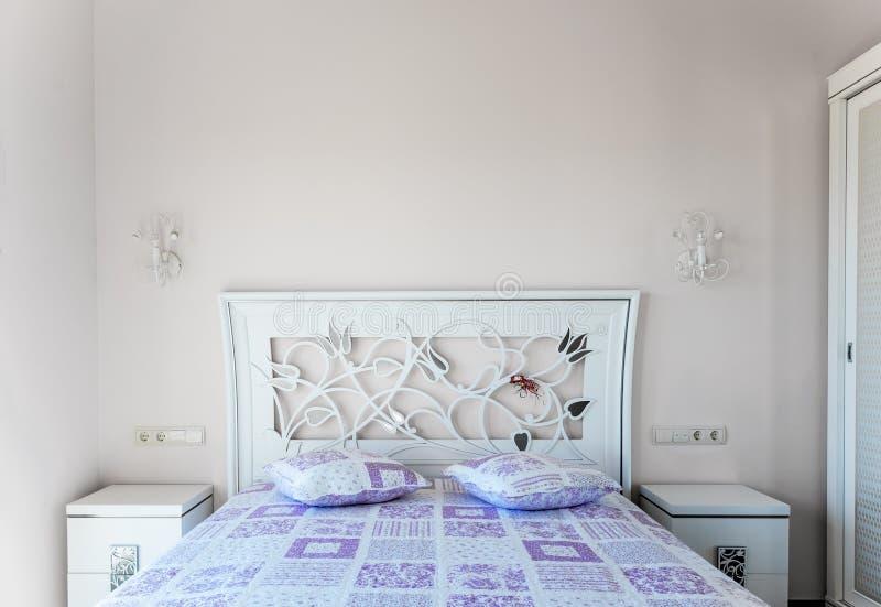 Bed hoofdeinde top hoofdeinde bed van iepenhout met met for Cuscini viola ikea