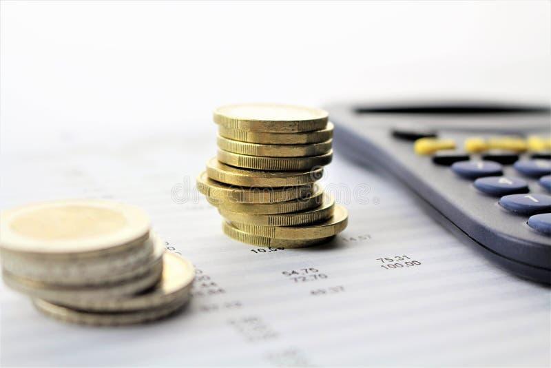 Een bedrijfsbeeld met geld en een pan - concept royalty-vrije stock afbeeldingen