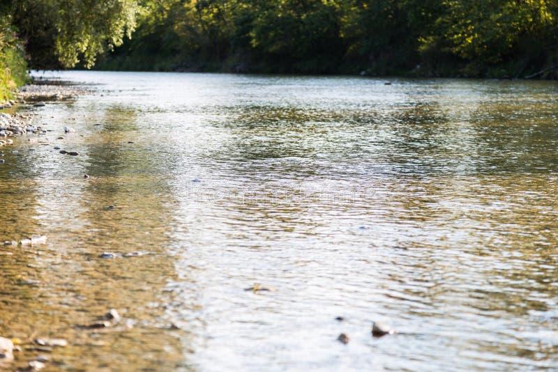Een Beierse rivier in de zonsondergang royalty-vrije stock afbeelding
