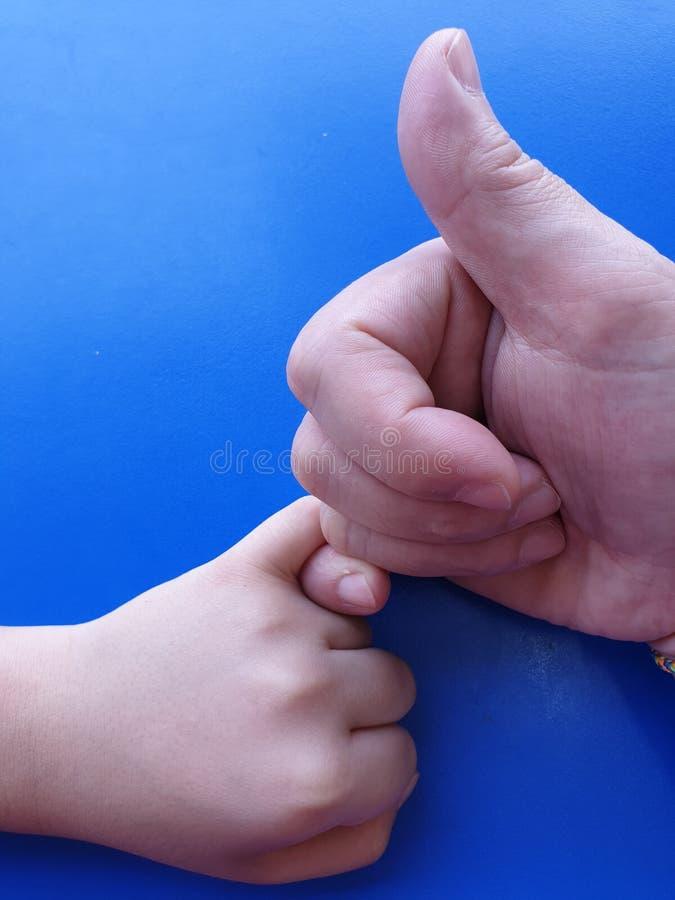 Een belofte van een vader aan zijn zoon royalty-vrije stock afbeelding