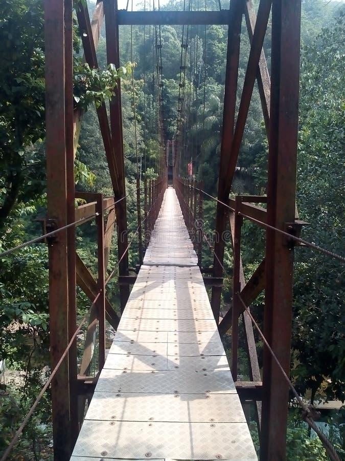 Een bengelende brug