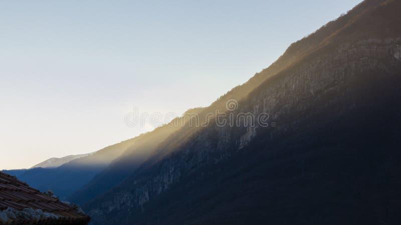 Een bergzonsondergang royalty-vrije stock foto's