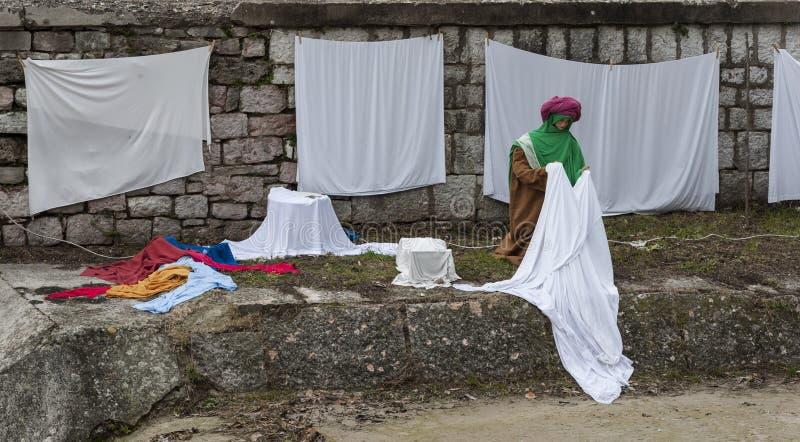 Een bezoek aan de mooie middeleeuwse stad van Umbria Region, tijdens de Kerstmisvakantie, met geboorte van Christusscène van leve royalty-vrije stock foto's